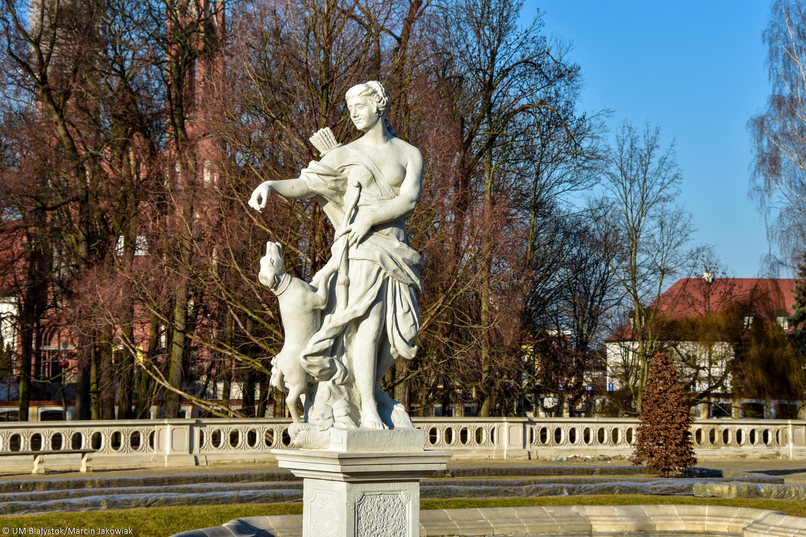 160128 Rzeźby Pałac Branickich-7